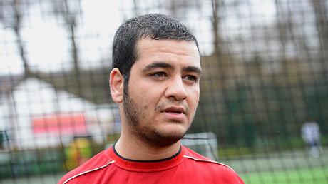 Alí Abbas, víctima de la guerra de Irak, posa para una fotografía después de jugar al fútbol con los miembros de la Limbless Association (Asociación de personas sin extremidades) en Londres, Reino Unido, 17 de marzo de 2013.