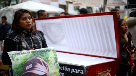 Marisa Mendoza exige a la PGR la devolución del cuerpo de su esposo (Enero 2016).