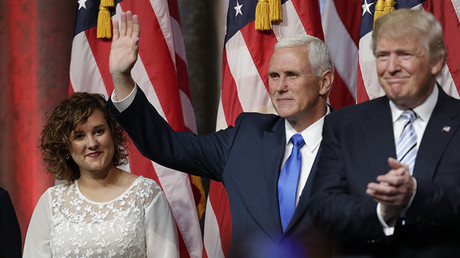 Donald Trump, Mike Pence y su hija Charlotte