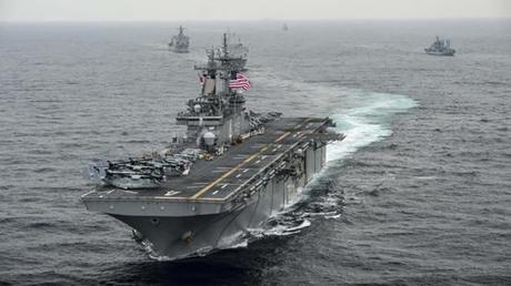 El buque de asalto anfibio USS Boxer navega por el mar Oriental durante los ejercicios Ssang Yong 2016.