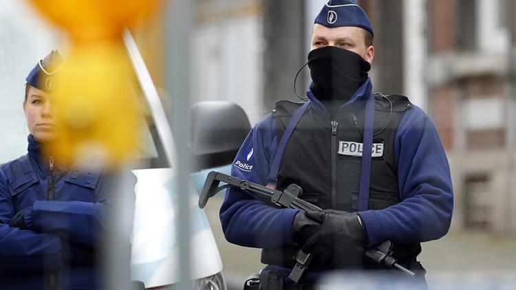 Evacuan un barrio de Lieja, en Bélgica, por un hombre armado con un machete