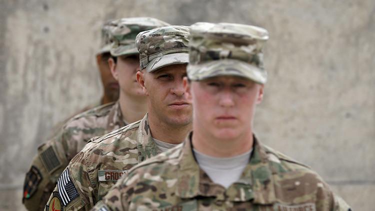 El Estado Islámico muestra fotos de armas de EE.UU. encontradas en Afganistán