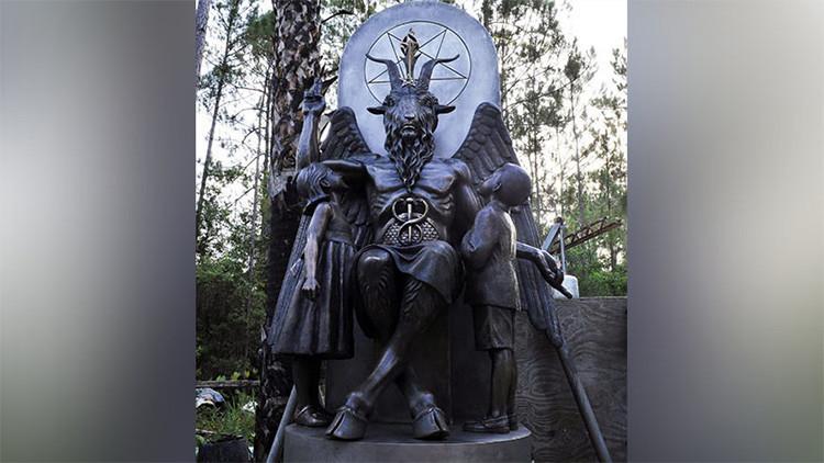 """""""Ave Satán"""": Una reunión municipal en Alaska comienza con un elogio a Lucifer"""