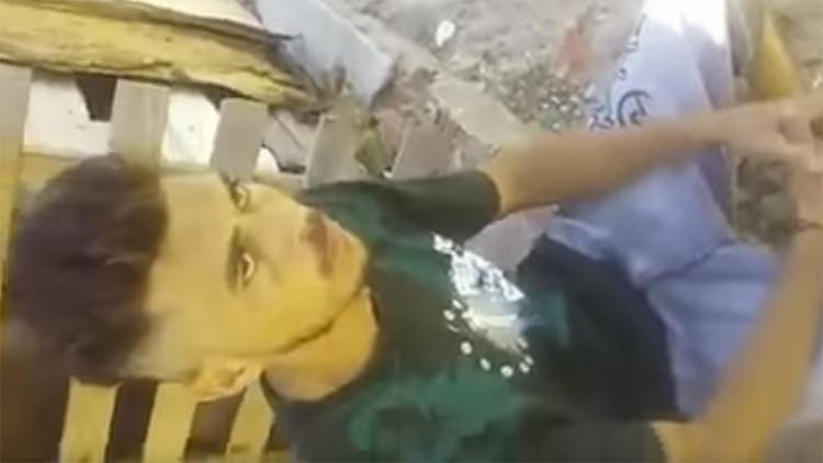 Video brutal: un capo brasileño da un castigo salvaje a un ladrón por robar en su favela