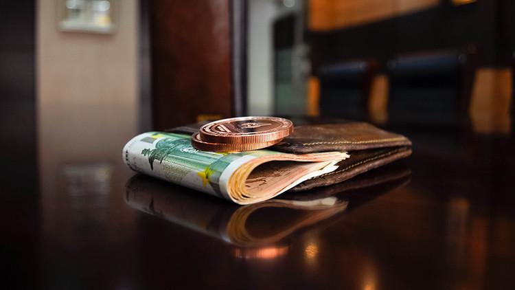 Decepcionados con los bancos: cómo 'salvan' su dinero los alemanes