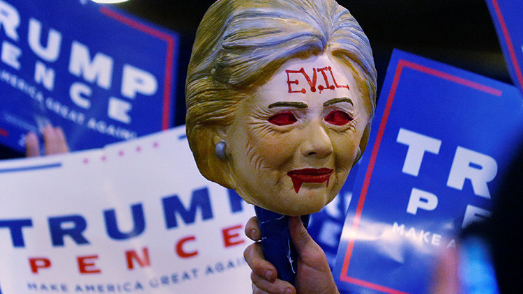 """Trump: """"Hillary Clinton debería sentirse avergonzada"""""""
