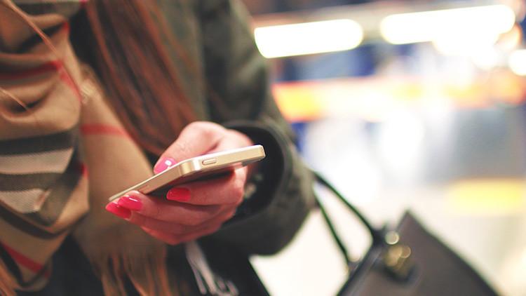 Se entera por SMS de que ha sido condenada en un juicio que desconocía