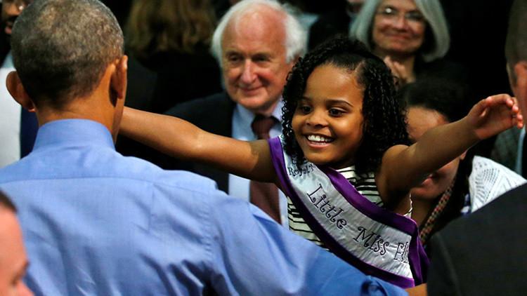 Foto viral: compare la cara de esta niña al ver a Obama y a Trump