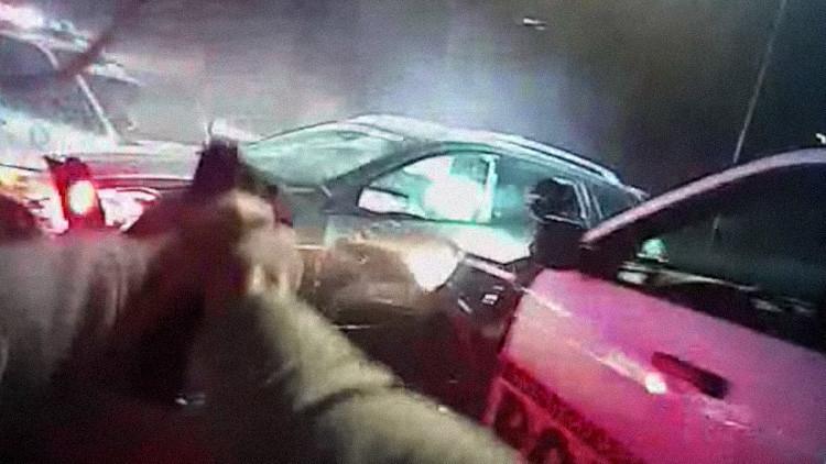 Video: La Policía mata a tiros a un exmiembro del Cuerpo de Marines sospechoso de robos en EE.UU.