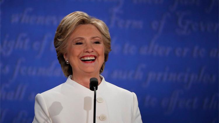 """La """"siniestra sonrisa"""" que puede costarle la presidencia a Hillary Clinton"""