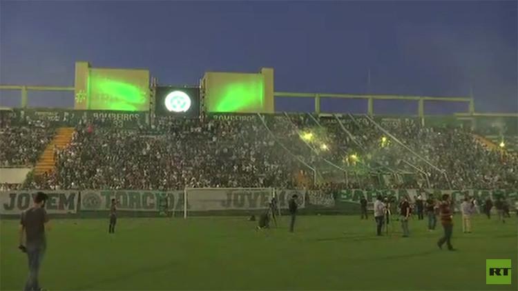 VIDEOS: Muestras de duelo en Brasil y Colombia por la tragedia del club Chapecoense