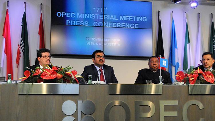 """Putin estuvo """"directamente involucrado"""" en la decisión de recortar la producción de petróleo"""