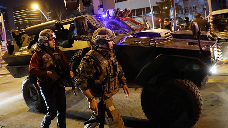 Detienen a un hombre armado que intentó entrar en la Embajada de EE.UU. en Ankara (VIDEO, FOTO)