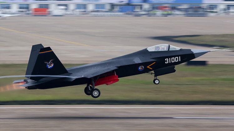 El 'halcón gerifalte': China prueba un caza de quinta generación, competidor de bajo costo del F-35