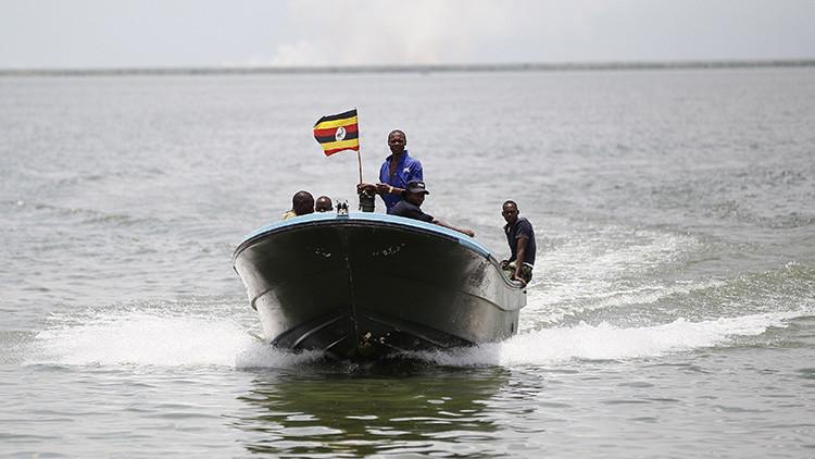 Nueve fallecidos y 21 desaparecidos tras hundirse un bote con un equipo de fútbol en Uganda