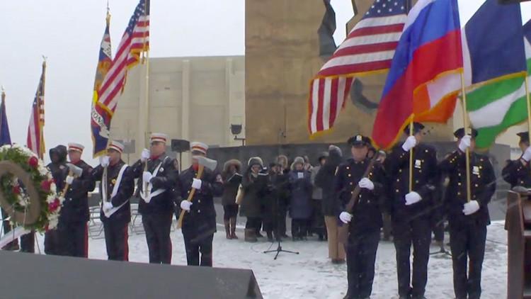 Entonan el himno ruso en Nueva York en memoria a las víctimas del siniestro del Tu-154 (VIDEOS)