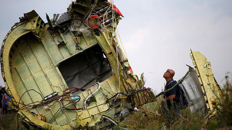 Hallan restos de una víctima del vuelo MH17 entre las pertenencias de dos periodistas neerlandeses