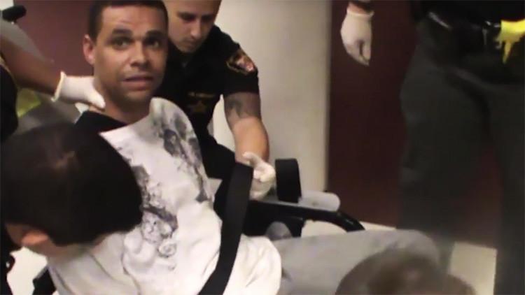 EE.UU.: Policías torturan a un afroamericano en una silla de inmovilización (FUERTE VIDEO)