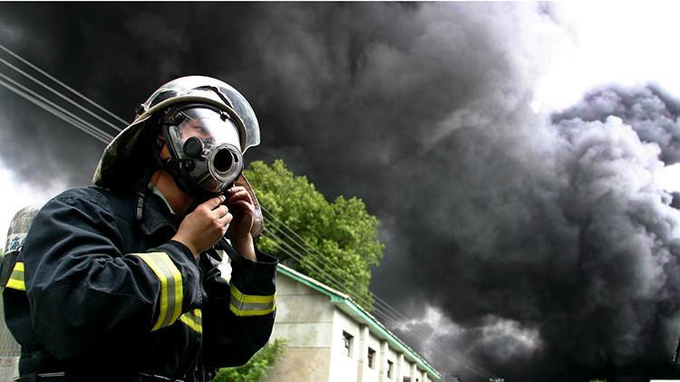 VIDEO; FOTOS: Un fuego en un hotel chino deja varios muertos y mantiene personas atrapadas