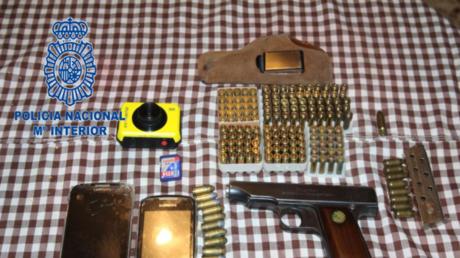 Material incautado por la Policía Nacional en uno de los registros