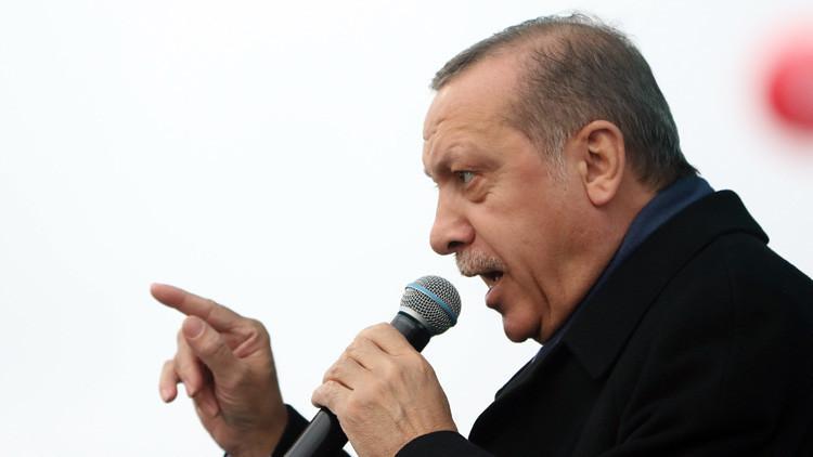 """Erdogan advierte que Turquía puede revisar las relaciones con una Europa """"racista, fascista y cruel"""""""