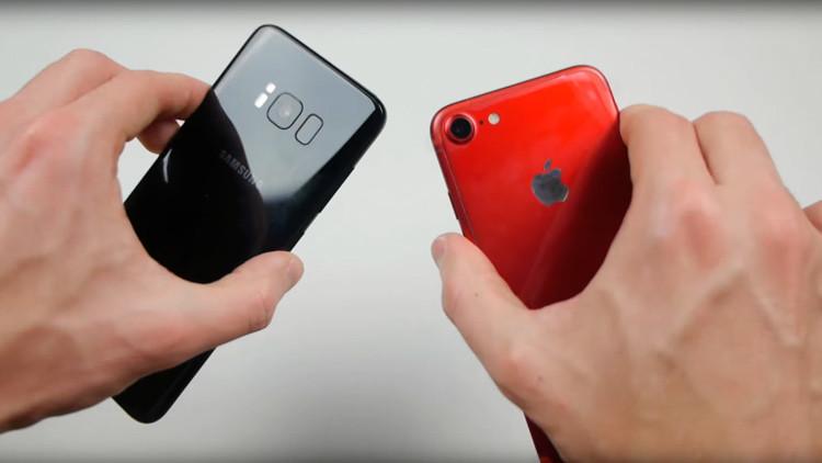 ¿Quién ganará?: Enfrentan al iPhone 7 con el Galaxy S8 en un test de resistencia (video)