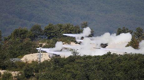 El Ejército surcoreano lanza varios misiles durante las pruebas conjuntas con EE.UU. en Pocheon, Corea del Sur.