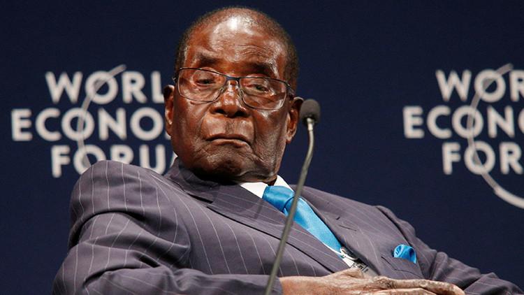 """¿La peor excusa del mundo? """"Mugabe no se queda dormido en público, se protege los ojos"""" (FOTOS)"""