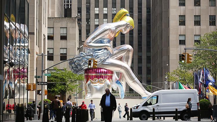 La bailarina gigante de Koons resultó ser una copia de una figura de porcelana soviética