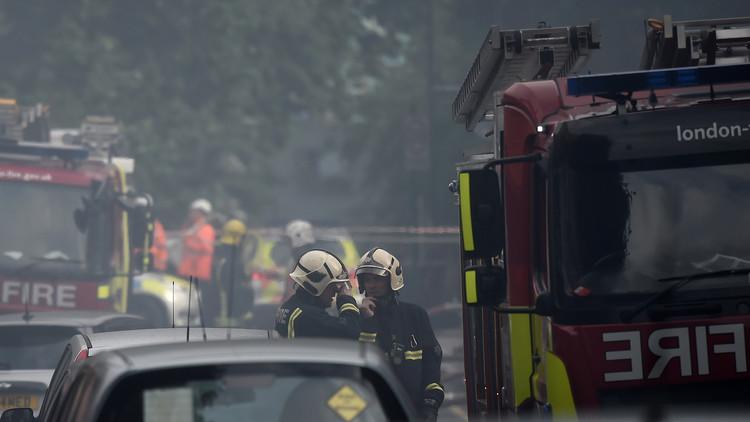 Incendio en un edificio de apartamentos en Londres (FOTOS, VIDEO)