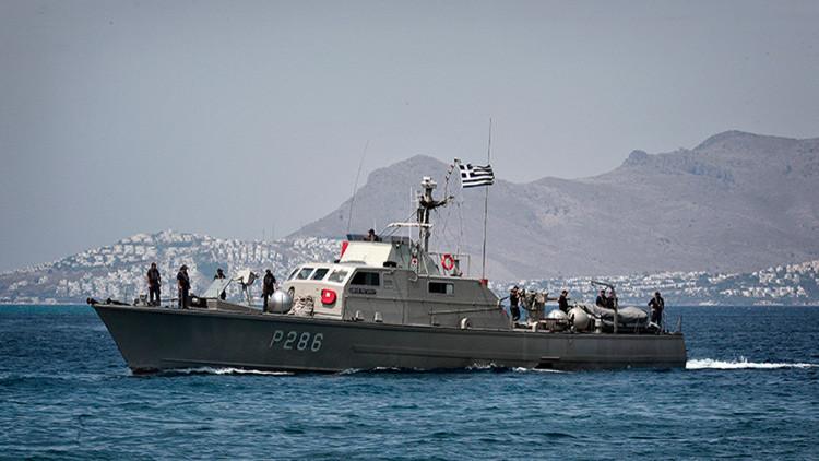 Un barco guardacostas griego abre fuego contra un carguero turco en el mar Egeo (VIDEO, FOTOS)