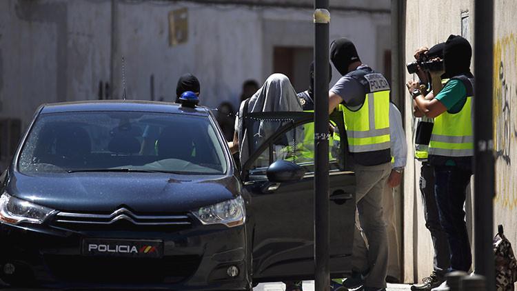 Detienen a seis ultras en Madrid por grabar a fuego una esvástica en la mano de una menor