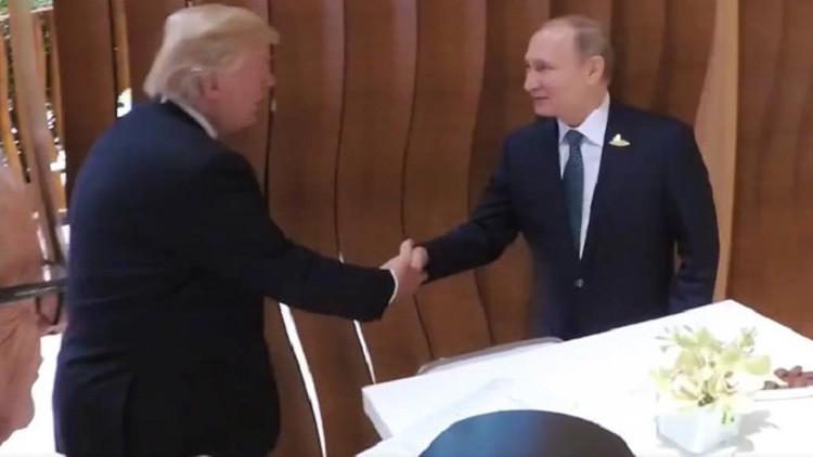 VIDEO: Las primeras imágenes de Trump dando un apretón de manos a Putin