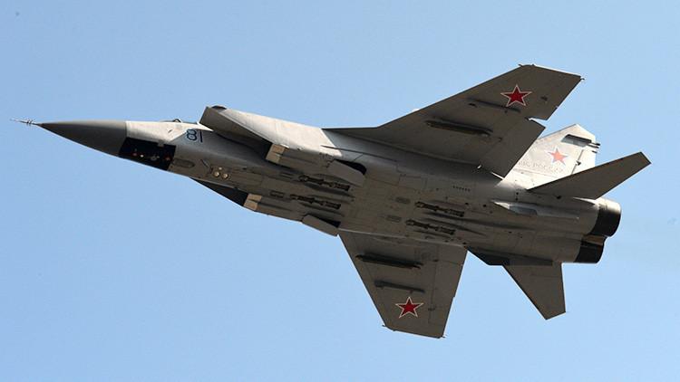 Cazas MiG-31 rusos destruyen un misil de crucero supersónico en la estratosfera