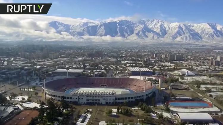 A vista de dron: Así quedó Santiago de Chile tras la mayor nevada de la década (VIDEO)