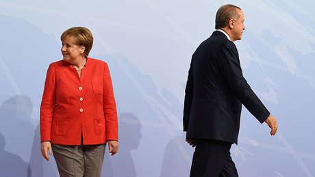 La canciller de Alemania, Angela Merkel, y el presidente de Turquía, Recep Tayyip Erdogan, durante la cumbre del G20 en Hamburgo, Alemania, el 7 de julio de 2017.