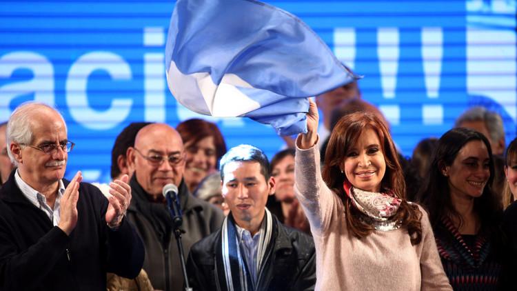 """Argentina: Un 'data entry' dice que no contaron votos en lugares donde """"arrasaba"""" Cristina Kirchner"""