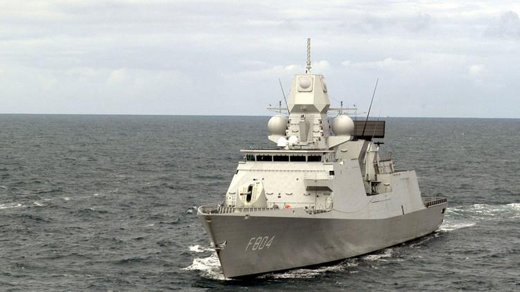 Una fragata neerlandesa acompaña a dos 'agujeros negros' rusos armados con misiles Kalibr
