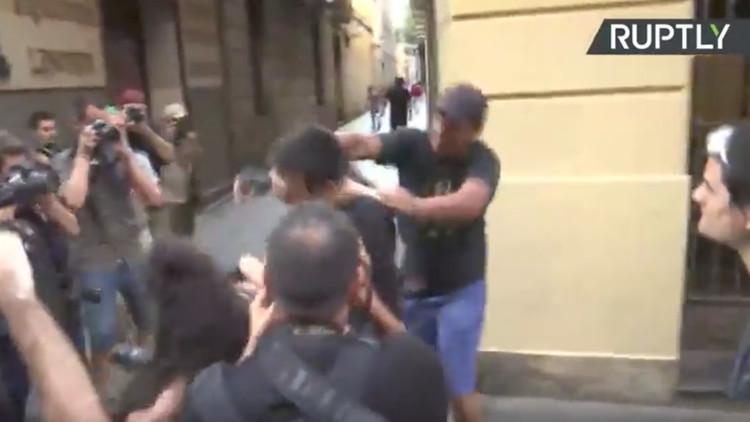 VIDEO: Ultraderechistas y antifascistas marchan en Barcelona tras atentados