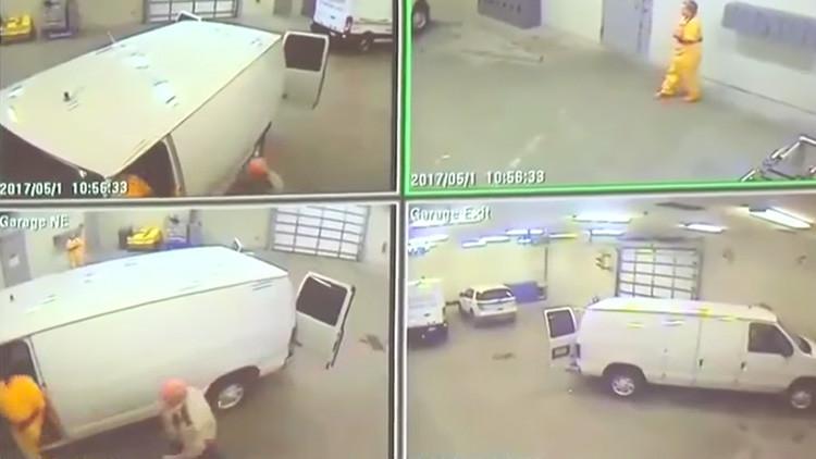 'U.S. Marshals': Un reo se libra de las esposas, mata a un guardia y se escapa de la cárcel (VIDEO)