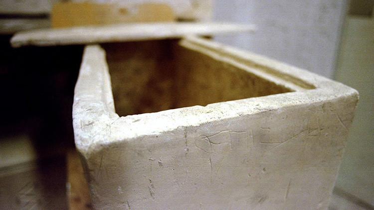 Un ataúd resiste 800 años... hasta la visita de una familia británica