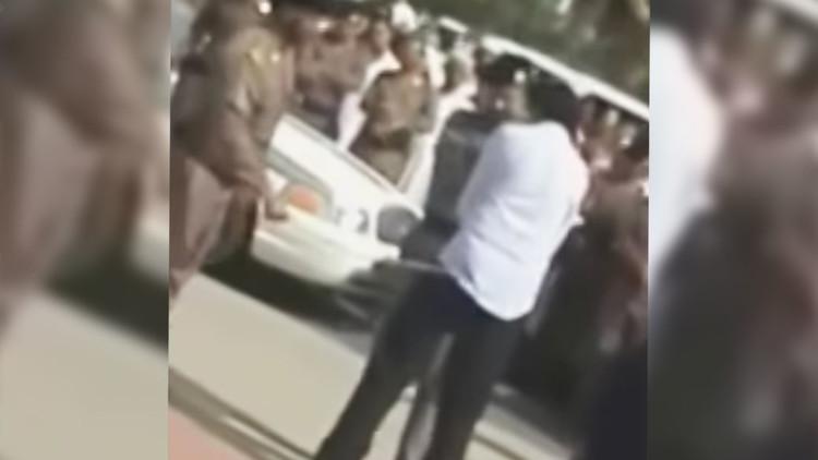 Esposa del saudita condenado a 1.000 latigazos publica video de la flagelación y pide su liberación