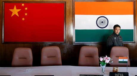 Sala de conferencias de un encuentro entre comandantes militares chinos e indios, Arunachal Pradesh, India, 11 de noviembre de 2009.