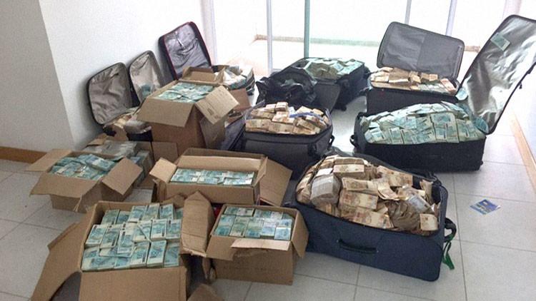 La Policía de Brasil halla 7 millones de dólares en efectivo en el piso de un exministro de Temer