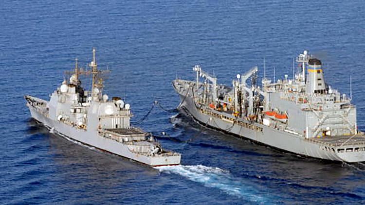Bote de la Marina británica persigue a una embarcación de la Policía española en aguas de Gibraltar