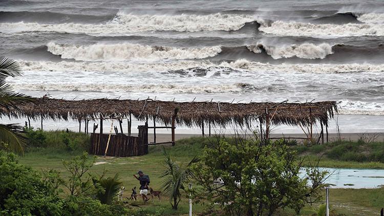 El huracán Katia toca tierra en las costas de México