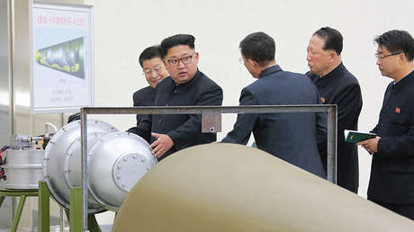 Kim Jong-Un enseña el programa nuclear de Pionyang, foto divulgada este 3 de septiembre por la Agencia Central de Noticias de Corea del Norte (KCNA)