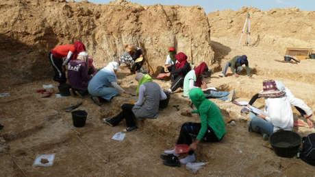 Miembros del equipo que excava en Ain Boucherit.