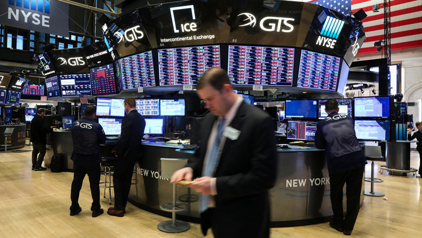 El Dow Jones cae de nuevo y pierde más de 400 puntos.