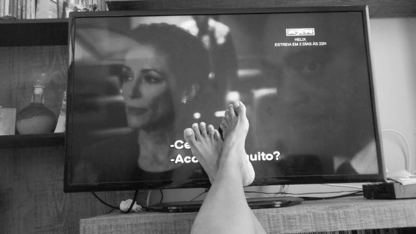 Estudio: Las mujeres que ven televisión más de dos horas diarias podrían desarrollar cáncer